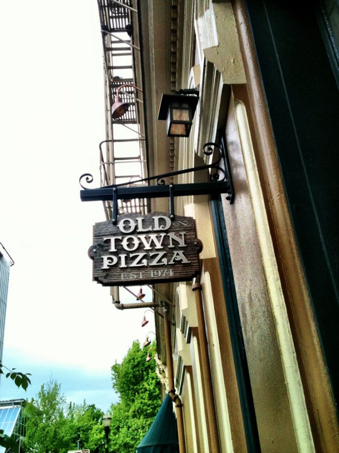4. Old Town Pizza