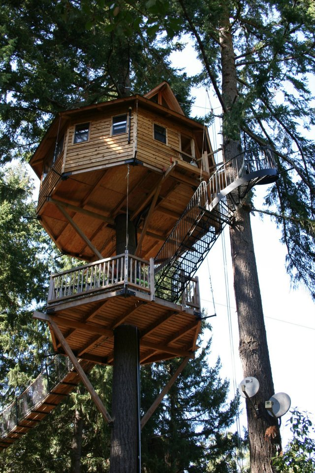 4. Oregon: Out'n'About Treehouse Treesort & Construction