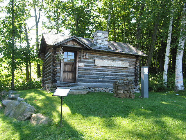 4. This tiny cabin in Bethlehem will make you wonder how that could possibly be a house! You certainly wouldn't want to get in an argument with your spouse if these were your living quarters.