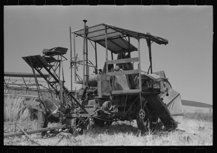 6. A combine in Walla Walla County in 1941.