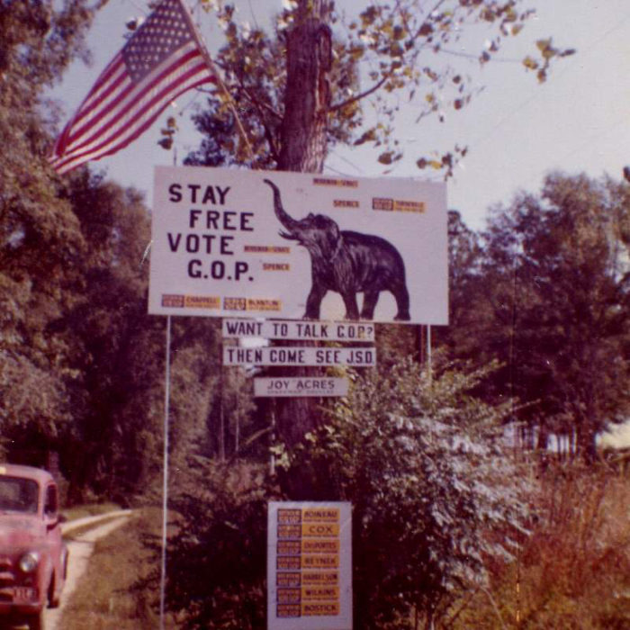 3. This photo was taken in South Carolina during the 1962 presidential election.