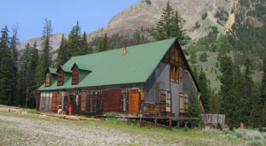 Nature Is Reclaiming This One Abandoned Wyoming Spot And It's Actually Amazing