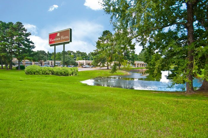 6) Magnuson Hotel St. Francisville On the Lake 7059 US Highway 61