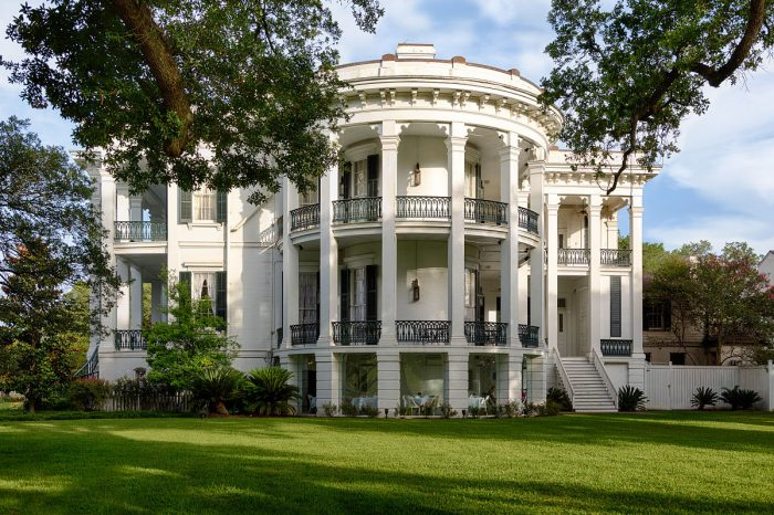 5. Nottoway Plantation House, White Castle