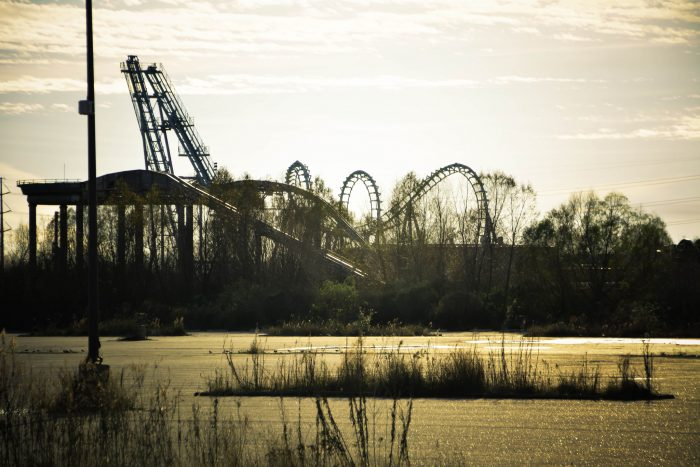 14. That time when an amusement park became the home of dinosaurs.