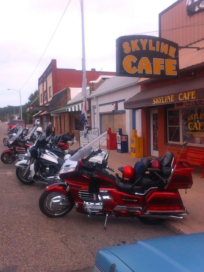 15.Skyline Café (Mena)