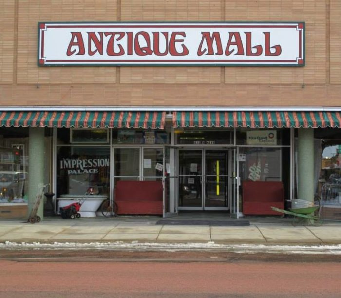 7. Second Impression Palace Antique Mall - Mitchell