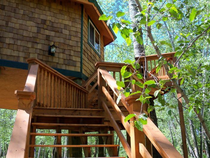 4. The Hummingbird Treehouse is also part of the Gallatin River Hideaway family.