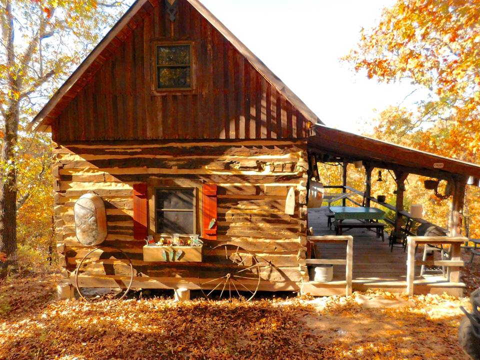 12 One of a Kind Missouri Cabins