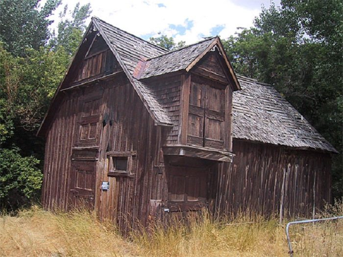 1. This beautiful old barn sits in the middle of an open field in Paradise Valley.