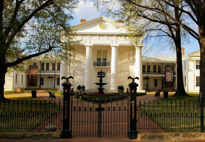 2. Old State House (Little Rock)