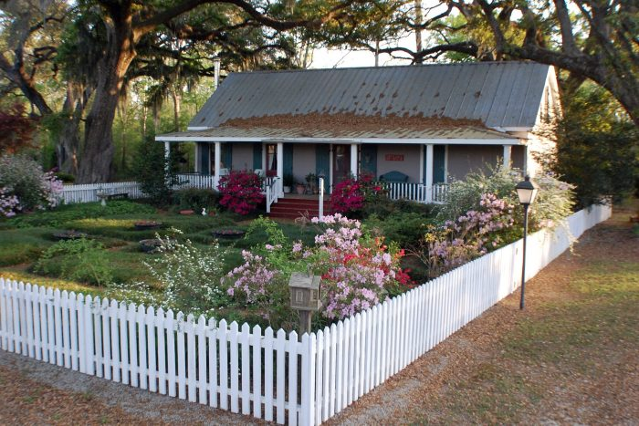 5. Country Charm Bed and Breakfast, Breaux Bridge