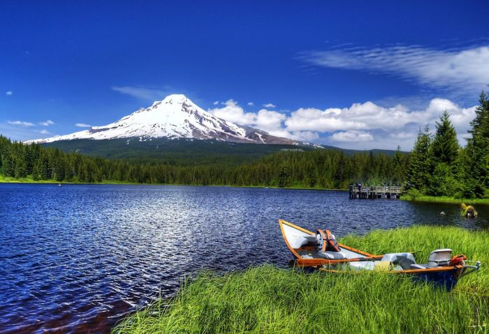 11. Relax at one of Oregon's many beautiful lakes.