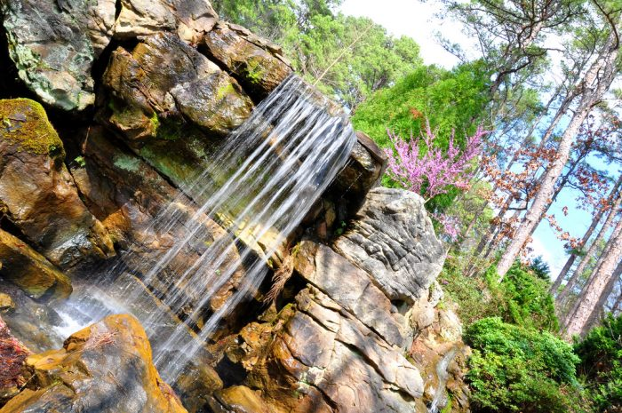 You'll find falls and cascades along the trails.