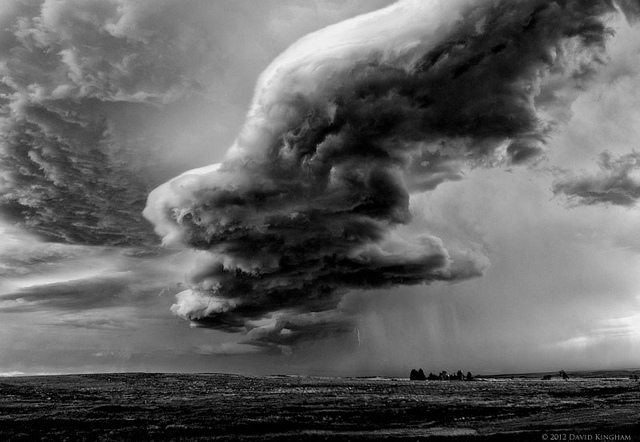 4. These spooky stormy skies look out of this world and yet they are right above South Dakota.