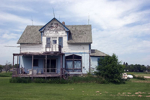 3. This house is in shambles; I wonder what happened to it?