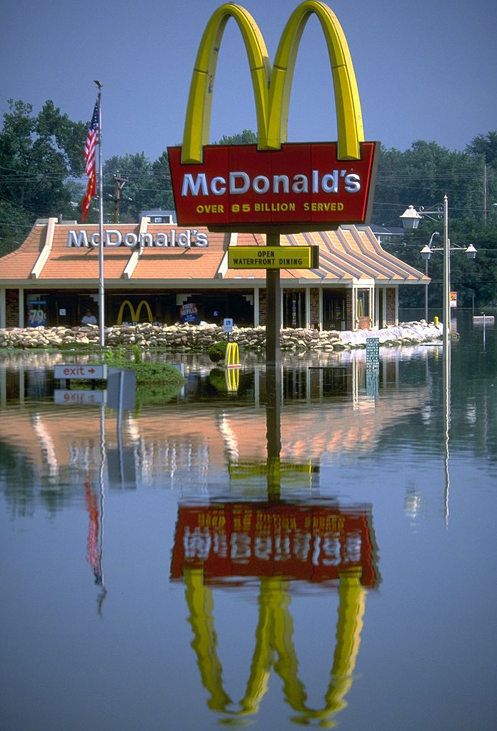 6. 1993: Above average rains cause the flooding of the Mississippi and Missouri Rivers, resulting in billions of dollars in damages, the loss of 32 lives (multi-state), and the displacement of numerous homes and businesses.