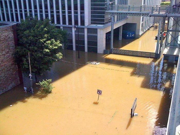 800px-Nashville_Flood_The_District