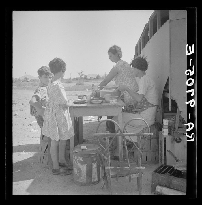 9. Drought refugees in Phoenix. During this time, many farming families were forced to look for work in the cities due to severe droughts.
