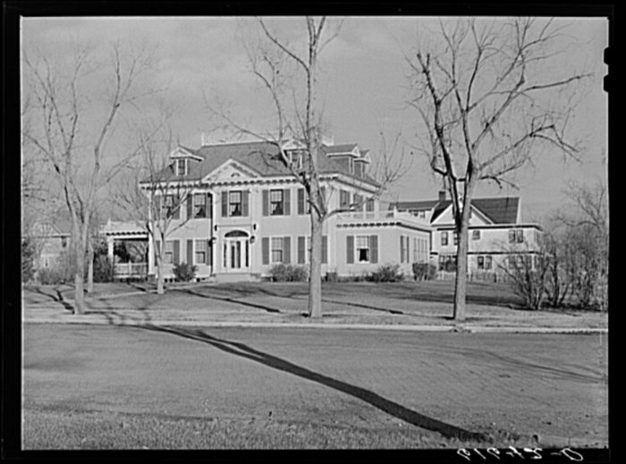 4. This large and frivolous home in Aberdeen stood out from the rest. 1939