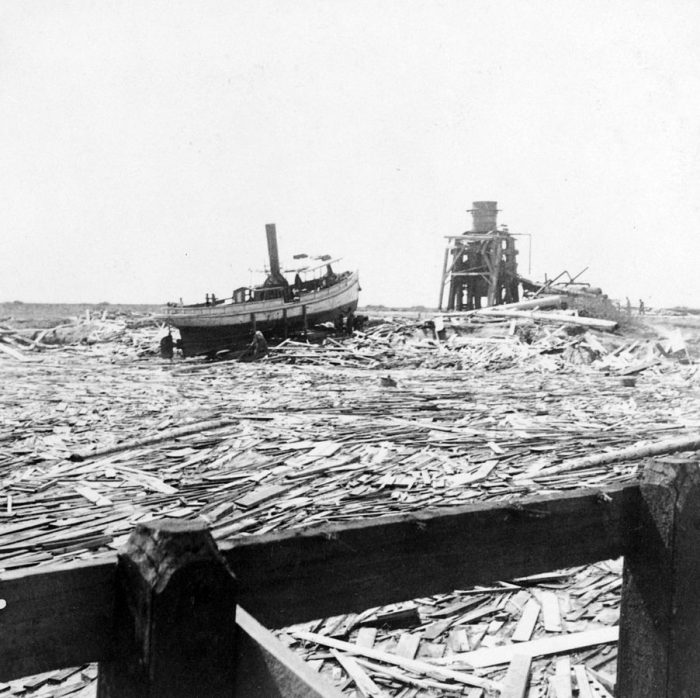 902px-Floating_wreckage,_Galveston_hurricane,_1900