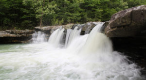 The falls are especially beautiful during periods of heavy rainfall.