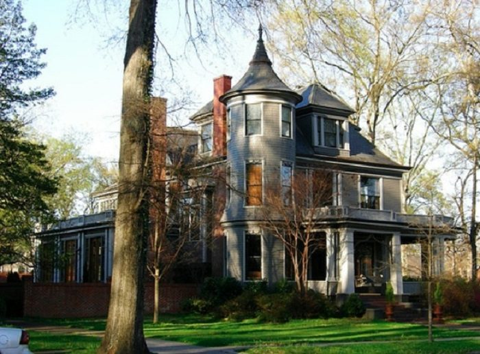 9 Most Charming Historic Neighborhoods In Alabama