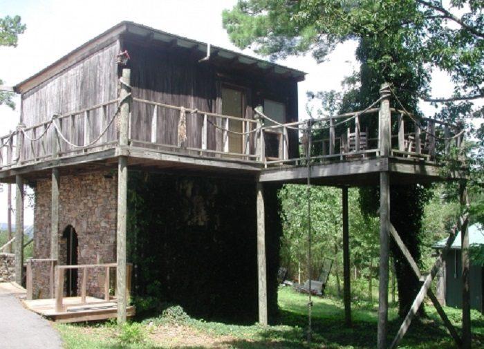8. The Secret Bed & Breakfast Lodge (Treehouse) - 2356 Alabama 68 West, Leesburg, AL 35983