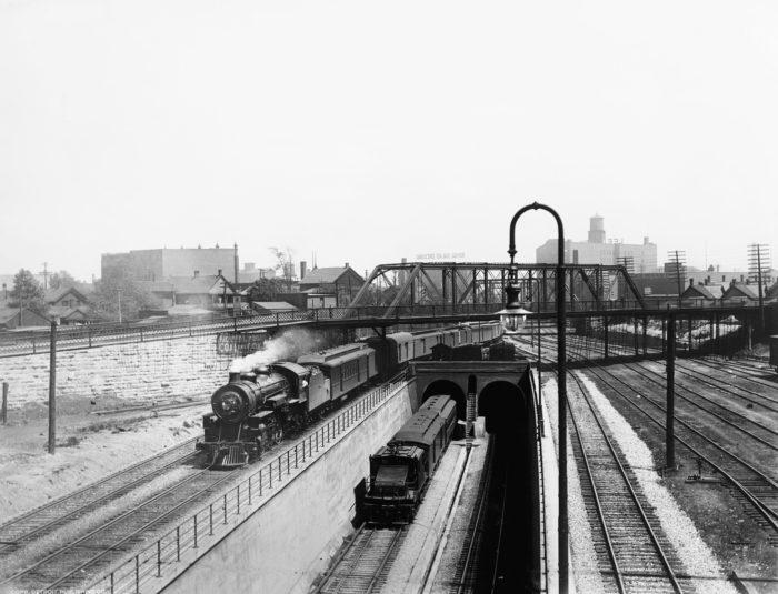 Detroit_Publishing_-_Detroit_River_tunnel,_Detroit,_Mich._2