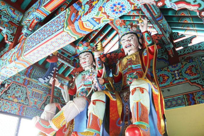 In the temple's main entrance gate, you will find the four heavenly kings, who stand guard over the four directions in an attempt to keep out evil influences, including lust, greed, self-destructing pride, and will for violence.