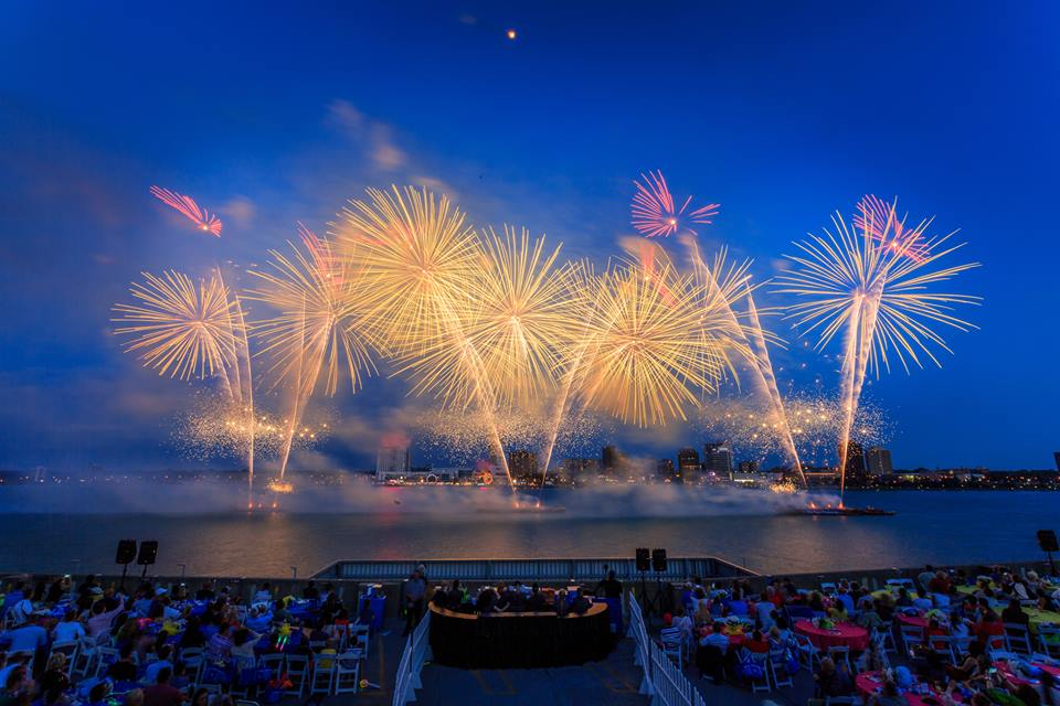 Dallas Car Show >> The Best Fireworks Displays In Michigan In 2016 - Cities, Times, Dates