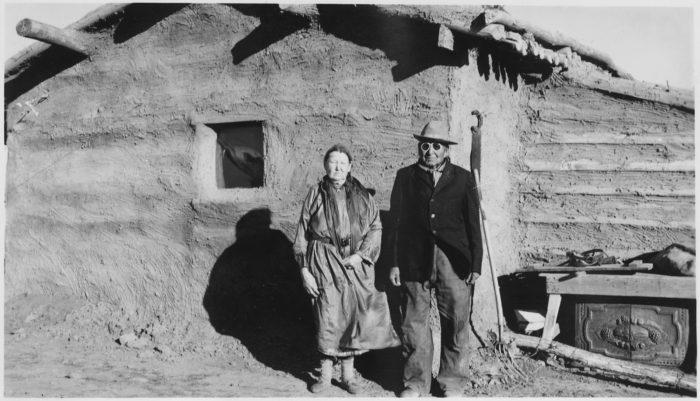9. A mud-covered log cabin. 1939