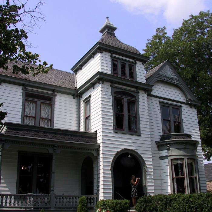 6. Inn at Franklin Square - Franklin