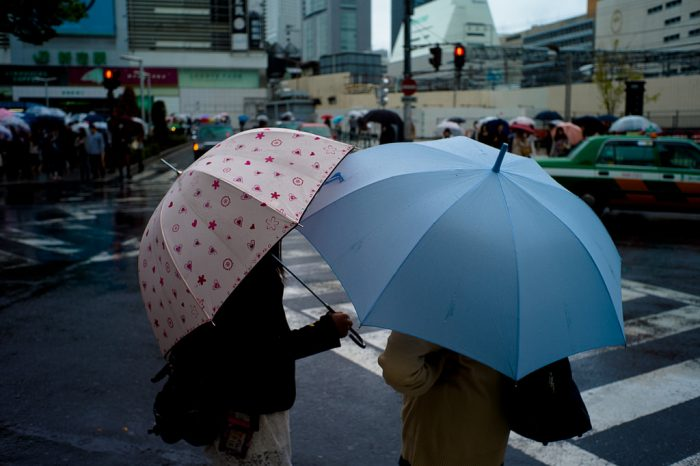 9. You think people who use umbrellas are tourists .