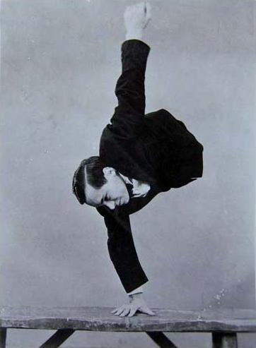 Kobel-JohnnyEck-handstand