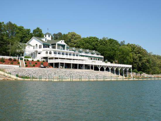3. Mountain Harbor Inn - Dandridge