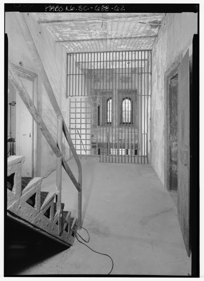 SECOND_FLOOR,_HALL,_LOOKING_SOUTH_FROM_ENTRY-Charleston-Jail-wikimedia-commons