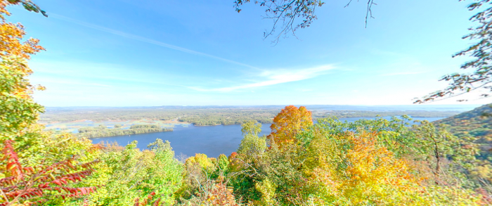 The South Overlook is right next to the North Overlook and provides a different gorgeous view of the Mississippi.