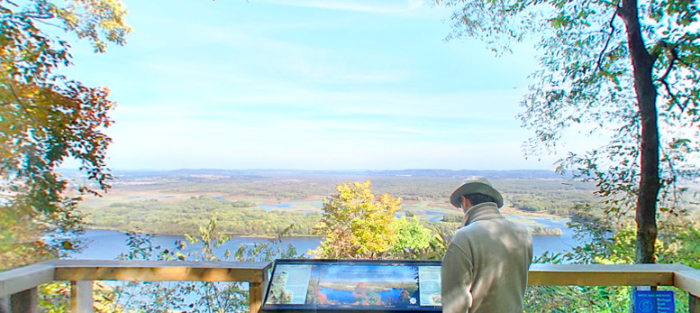 You can also make a short 200-yard detour to the North Overlook, which has two beautiful views of the trip.