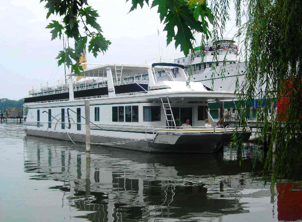 6. Sea Suites Boat and Breakfast, Saugatuck