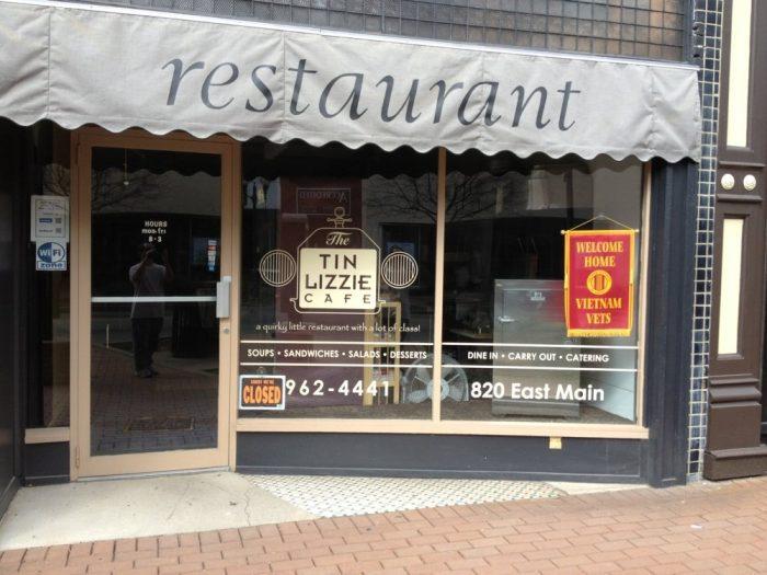8. The Tin Lizzie Cafe - Richmond