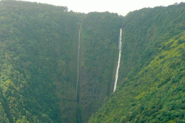 The lush, green valley is home to several streams and waterfalls, including the famed Waihilau Falls, Wai'ilikahi Falls and Lahomene Falls.