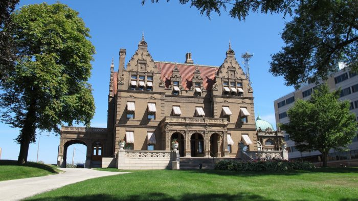 7. Pabst Mansion (Milwaukee)