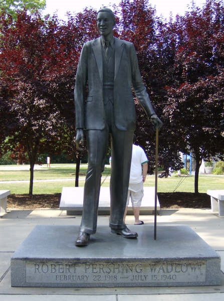 4. Make sure to visit the statue of the World's Tallest Man (born in Alton).