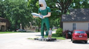 These 11 Bizarre Roadside Attractions In Illinois Will Make You Do A Double Take