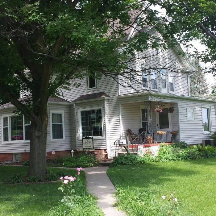 1. Bakers Bed and Breakfast - 2106 Grant St, Blair, NE 68008