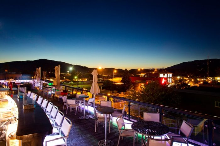 7. Try a restaurant with a patio or rooftop dining.