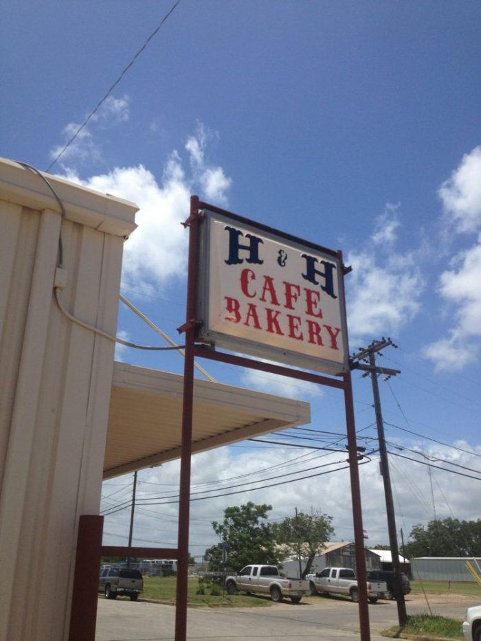 8. H&H Cafe & Bakery (Yoakum)