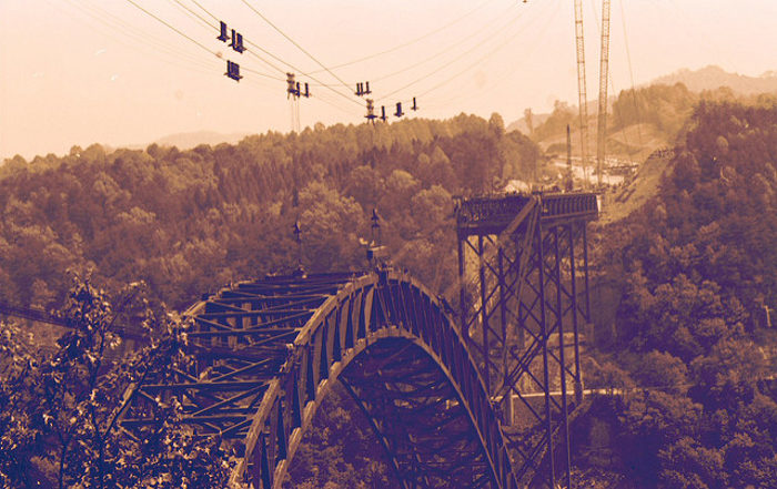 2. The bridge was constructed using trolleys running on cables that spanned the gorge.
