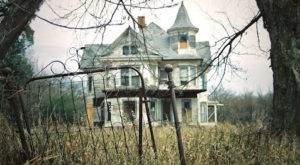 The Remnants Of This Abandoned Millionaire's Mansion Are Hauntingly Beautiful